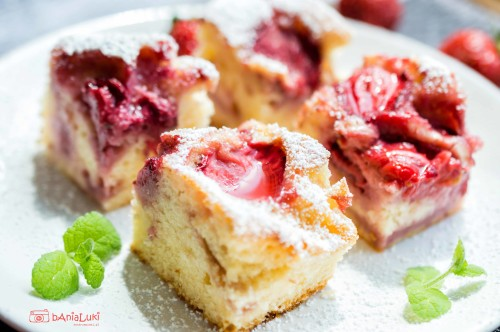 Ciasto jogurtowe z truskawkami