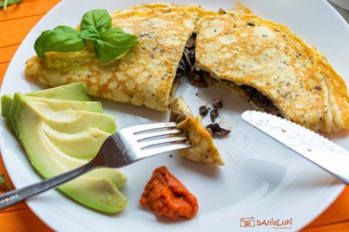Puszysty omlet z pieczarkami