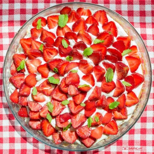 Tarta biszkoptowa z truskawkami