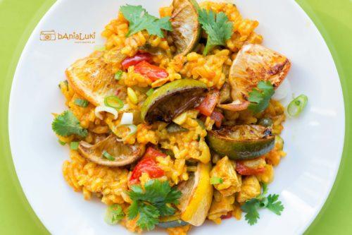 Paella z kurczakiem i warzywami
